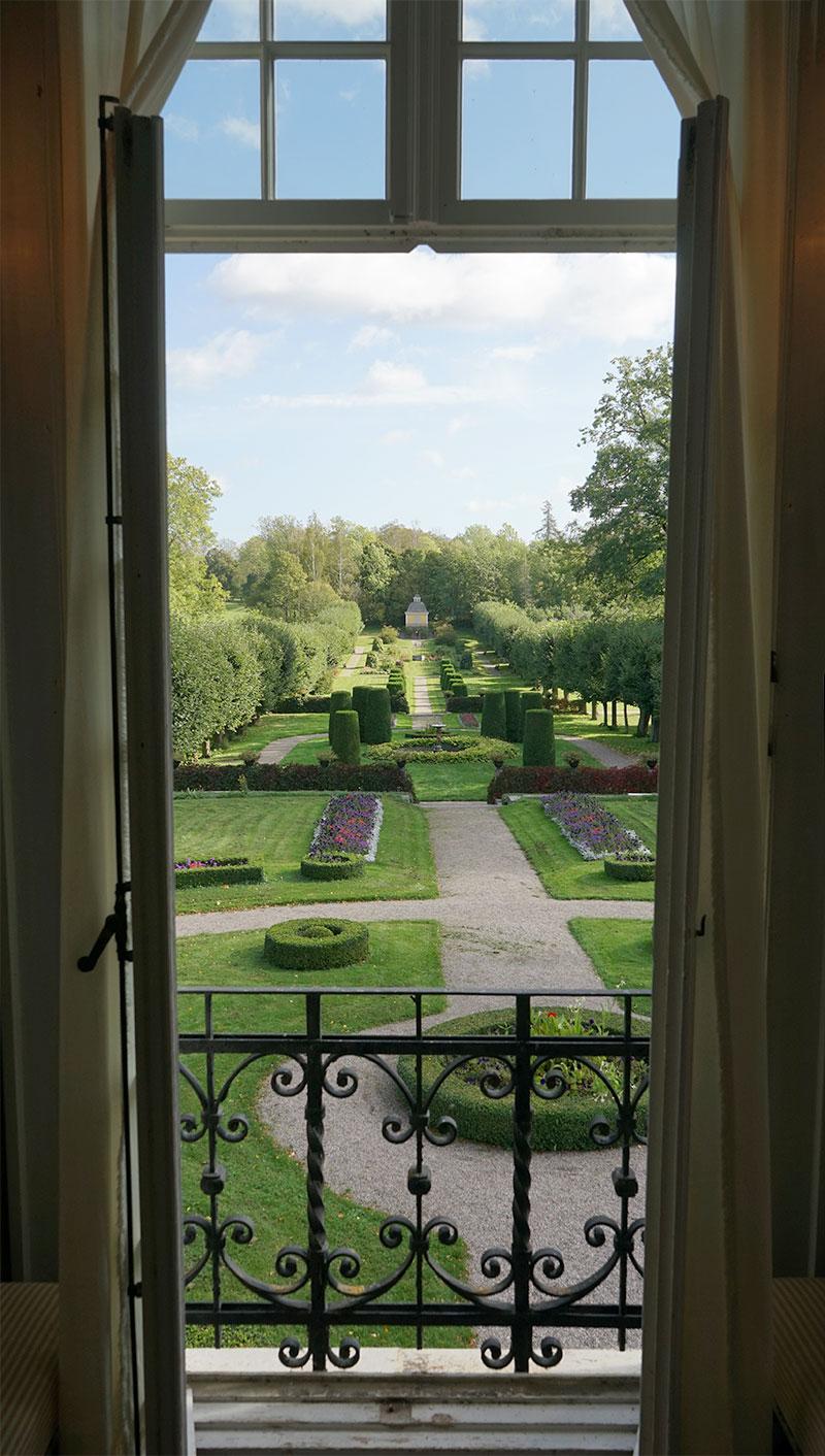 Pampig utsikt från ett fönster med siktlinjer