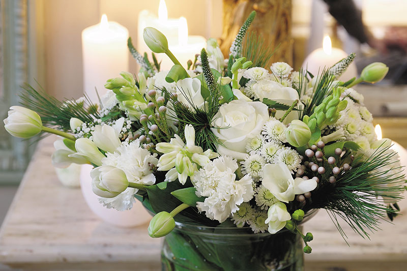 Festbukett med vita blommor till nyår