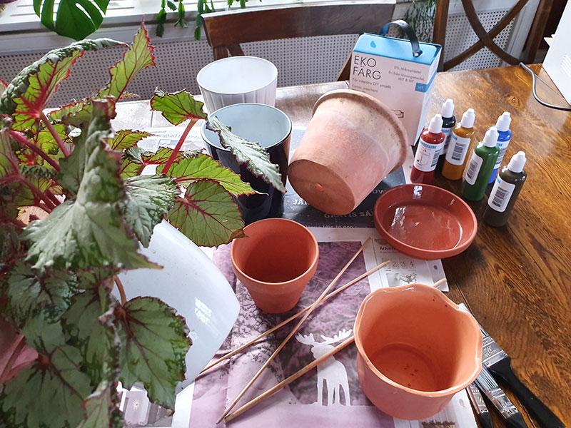Förberedelse målar yttrerkrukor