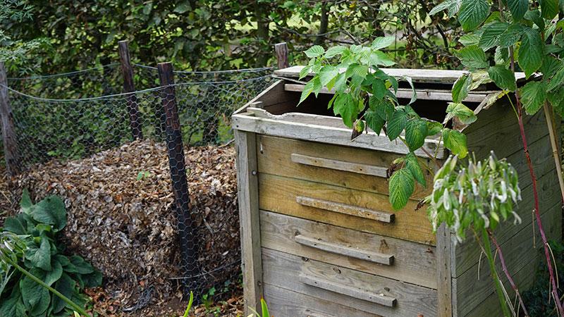 trädgårdskompost och varmkompost