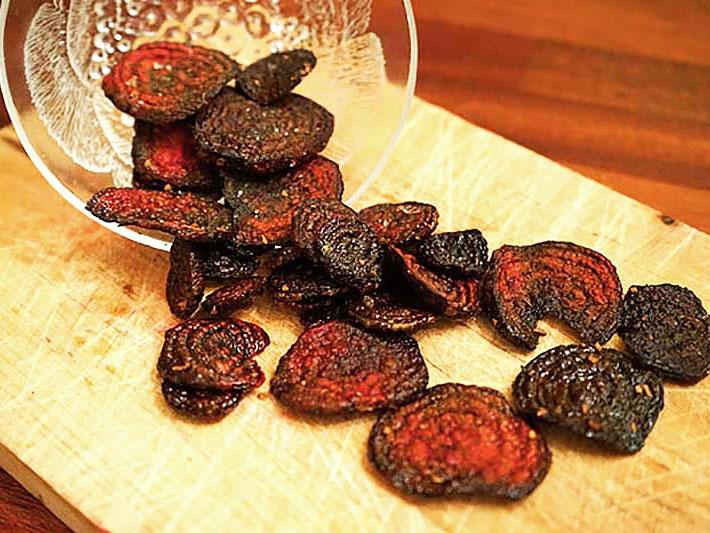 Chips gjorda av rödbetor