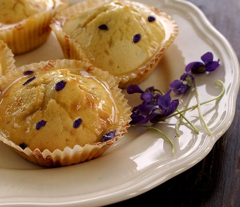 Muffins med violsocker och violblad