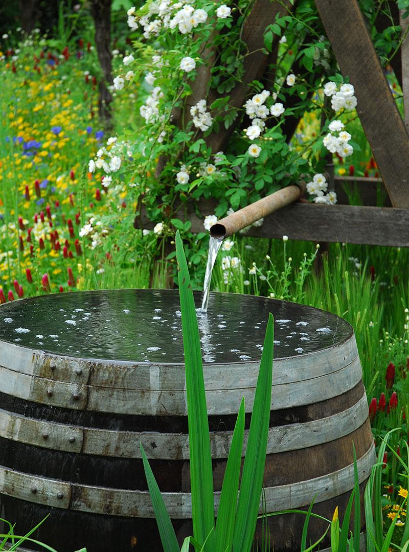 vattentunna i trädgård