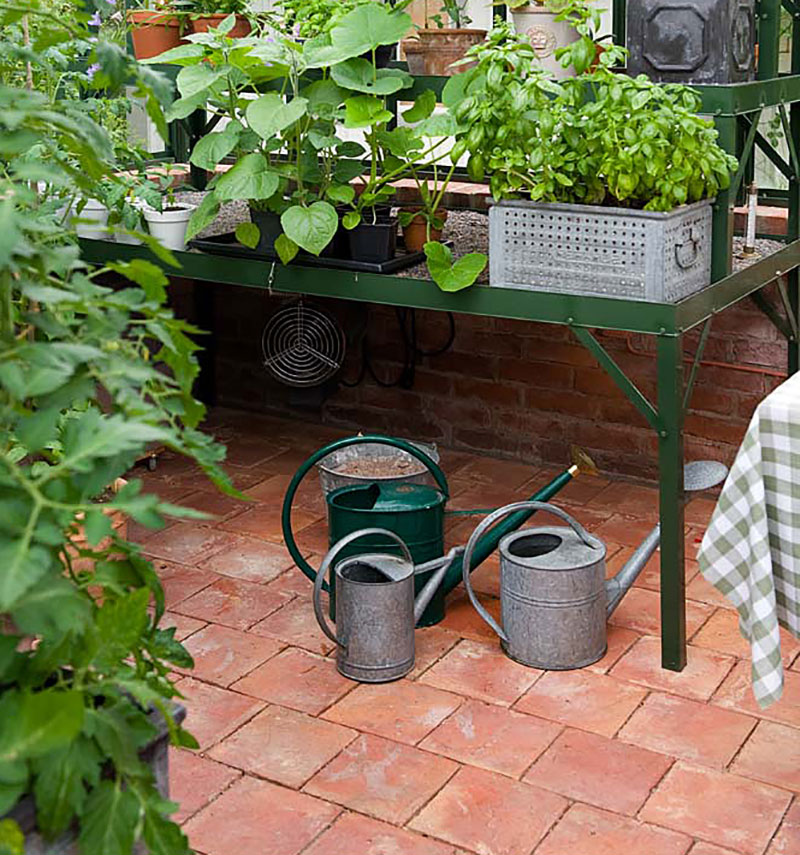 Tegelgolv i växthus