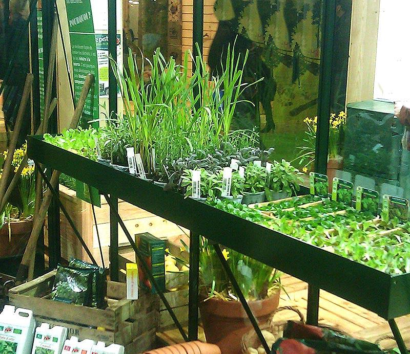 Hyllor och bord för optimal yta i växthuset