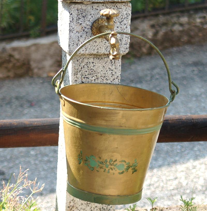 Hink för spädning av urin till guldvatten