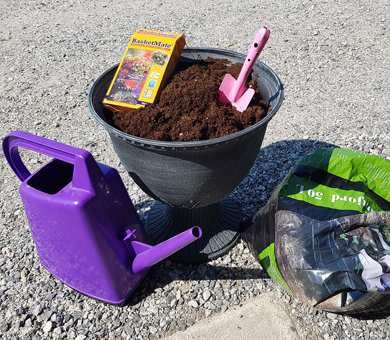 Urna, jord, spade och näring till krukplantering