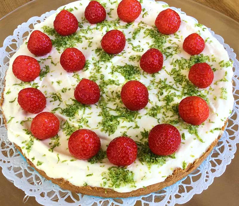 Jordgubbar i tårta midsommar