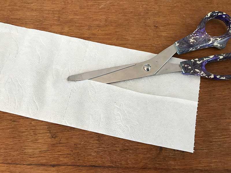 Tillverkning av hemmagjort såband med toapapper