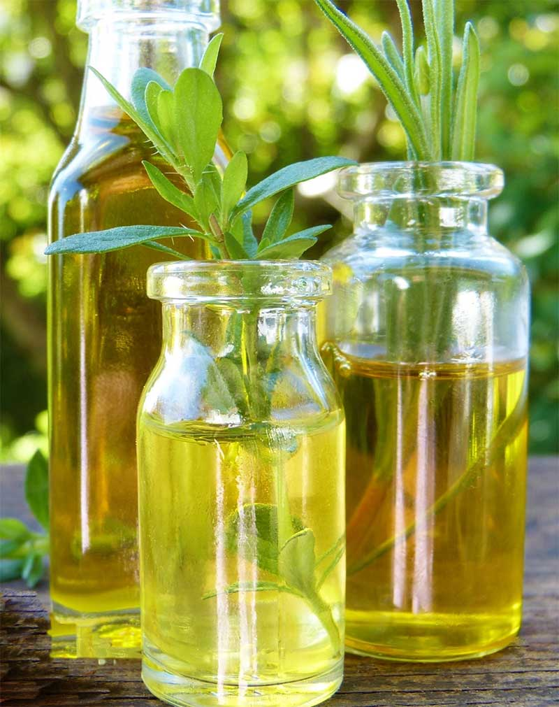 Dragon i flaska med vinäger och olja