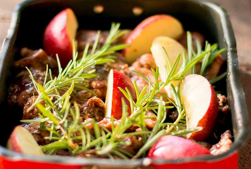 Rosmarin till ugnsstekta grönsaker