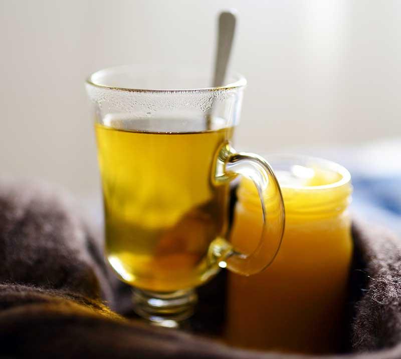 Örtte med solhatt, ingefära och honung
