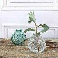 Minivaser i grönt och klart glas