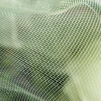 Tunn täckväv av micromesh för odling - skyddar mot ohyra mm