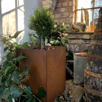 Utekruka i cortenstål för utomhusbruk