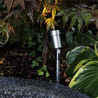 Växtbelysning i trädgård med Optica LED-spot