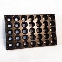 Pluggbrätte med 35 st celler á 57 mm i i diameter.