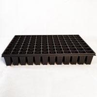 Pluggbrätte med 96 celler som är 37x37x75 mm.