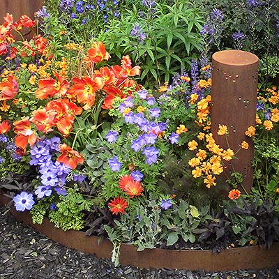 Planteringskanter för avgränsning och ogrässkydd