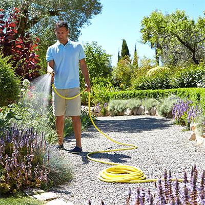 Trädgårdsslangar och sprinklerslangar för bevattning