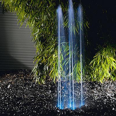 Vattenspel och fontäner i trädgården