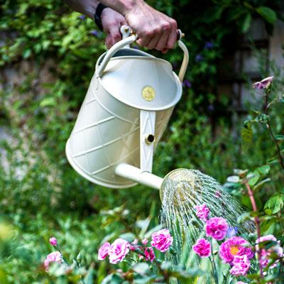 Vattenkannor för användning utomhus och inomhus