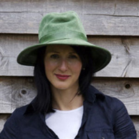 Hatt i skinn med mockadetaljer - grön-