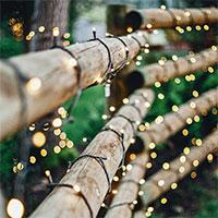 Glimmer ljusslinga på staket