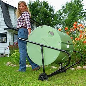 Rullkomposten flyttas enkelt med hjulen