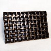 Pluggbrätte med 77 celler-Pluggbrätte med 77 celler som är 40x40x53 stora.