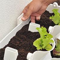 växtvägg, montering i väggen med fixer-fäste