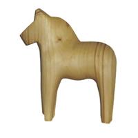 Snidad trähäst i furu-Handgjord trähäst i furu