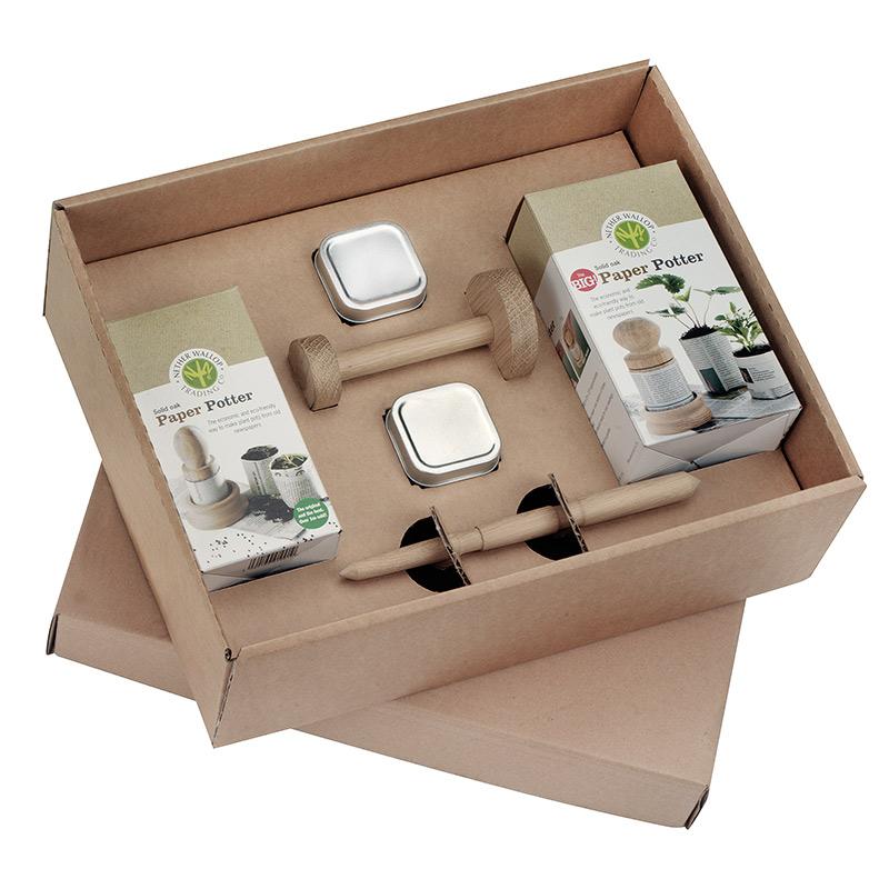 Startset för frösådd med krukmakare för papperskrukor och behållare för fröer.