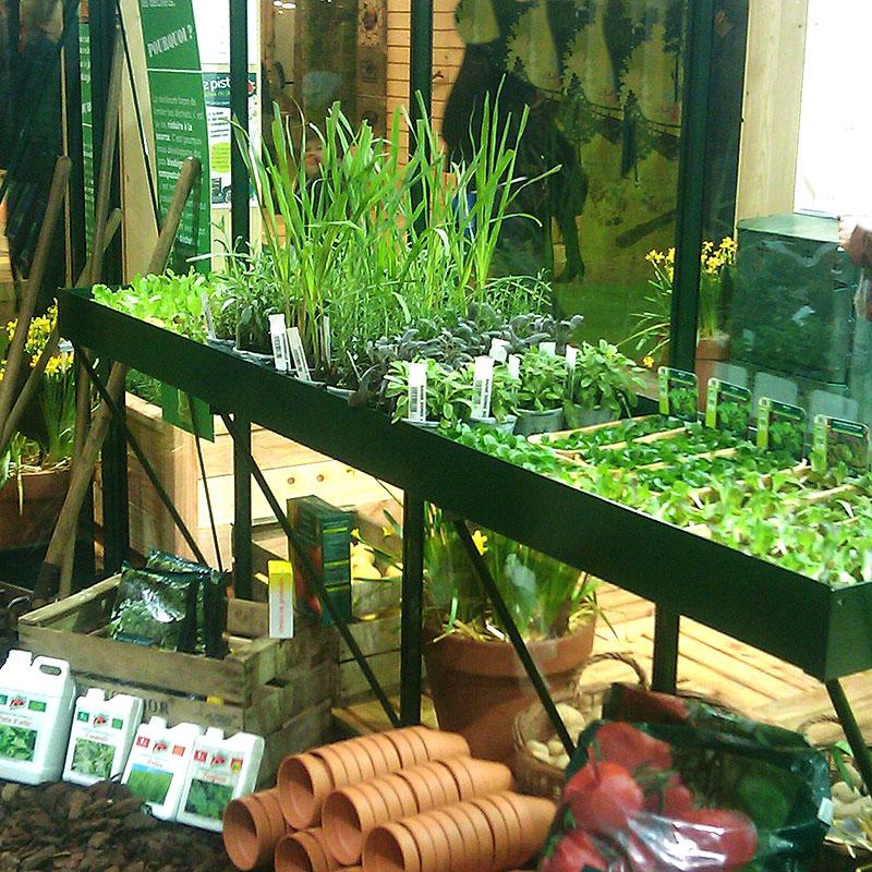 Hyllor och bord till växthus ger mer plats för odling