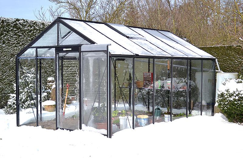 växthus med snö