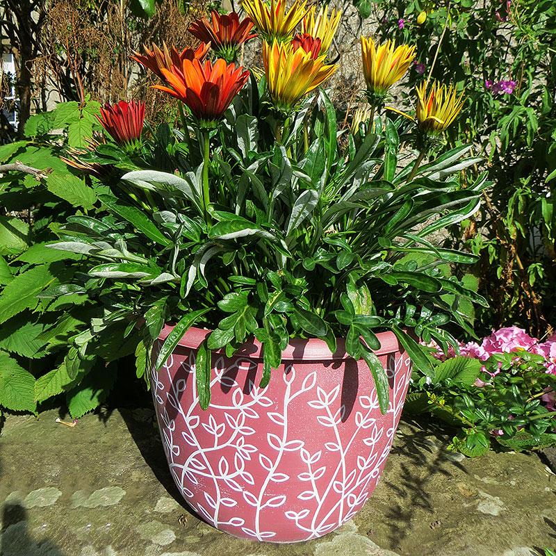Serenity, Pantone Terracotta, Lättviktskruka serenity med blommor