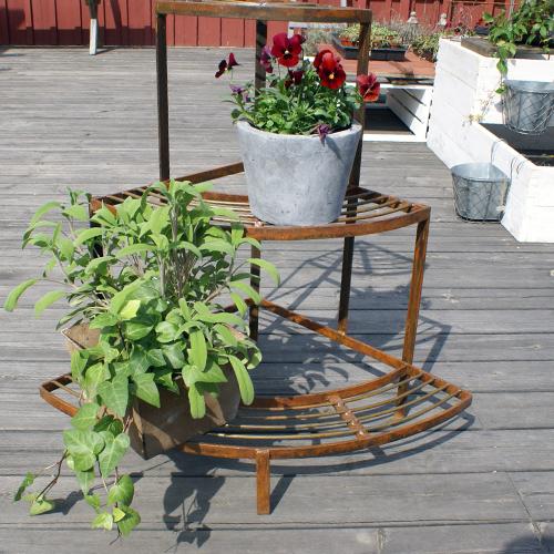 Växttrappa hörn med rostpatina-blomtrappa, växttrappa