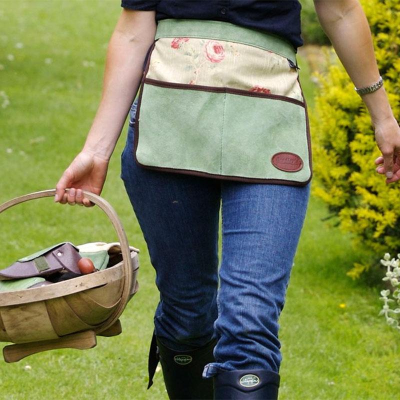 Kort förkläde i mocka/linne med fickor för trädgårdsredskap