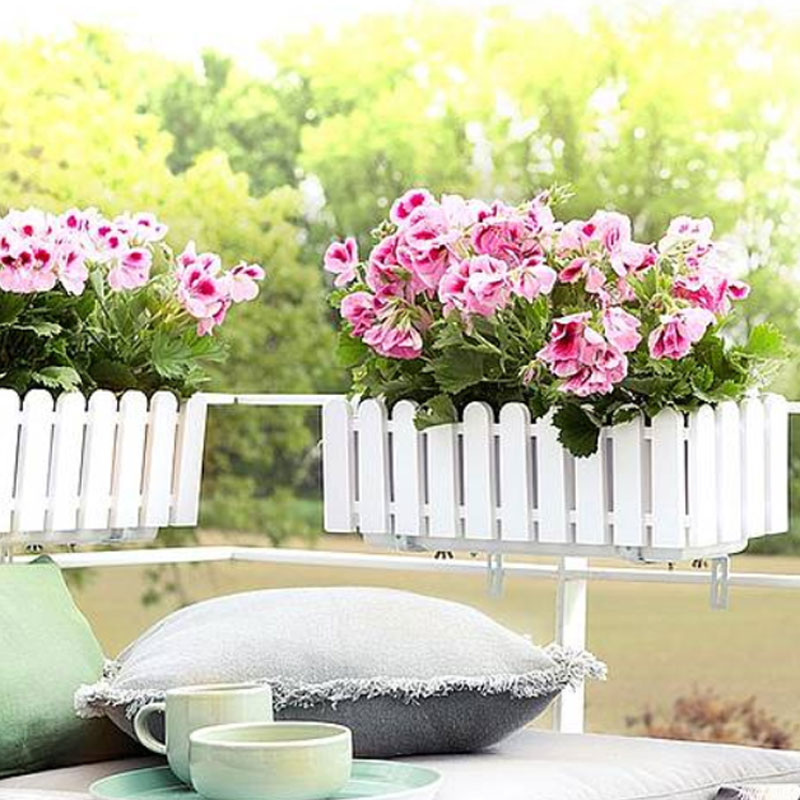 Lantlig blomlåda i staket-design