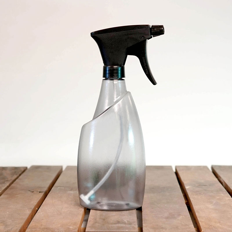 Genomskinlig sprayflaska Fuchsia 0,7 liter, grå