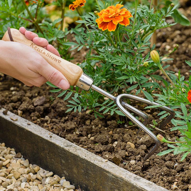Handredskap, kultivator för uppluckring av jord