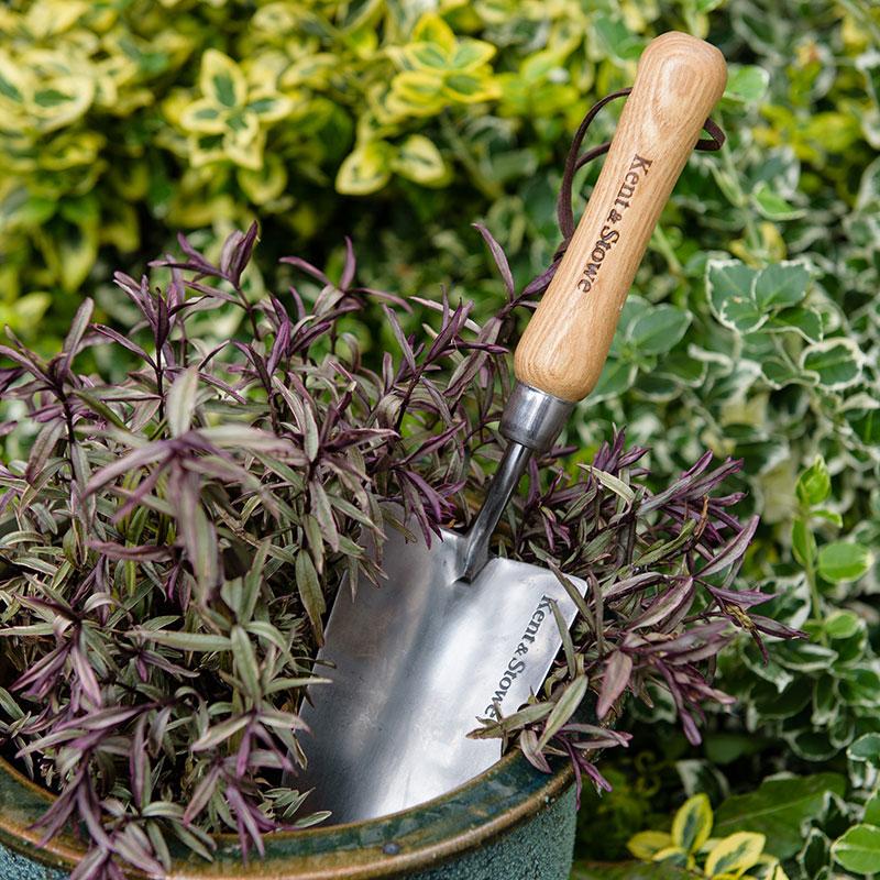 Handredskap' spade' för odling och plantering.