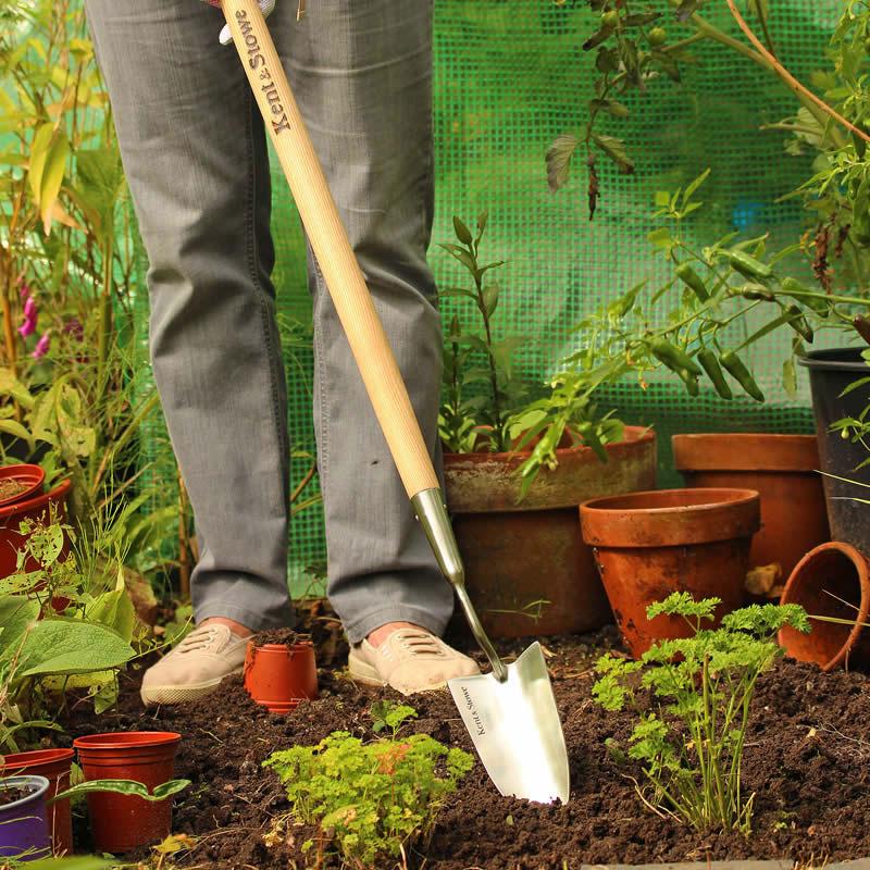 Planteringsspade med långt skaft