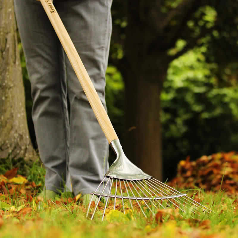 Löv- och gräsräfsa med långt skaft, Lövräfsa i rostfritt stål