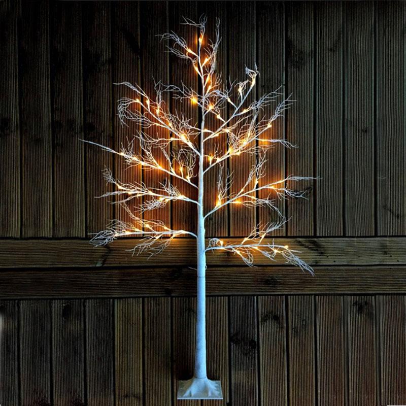 Dekorationträd med tundra tema för trädgården