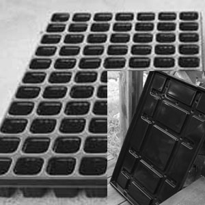 Pluggbrätte 77 celler + bevattningsbricka, Pluggbrätte 77 celler och underbevattningsbricka.