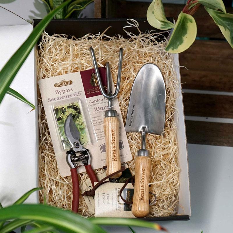 Paket med spade, kultivator och sekatör